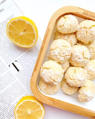 Лимонное печенье с трещинами