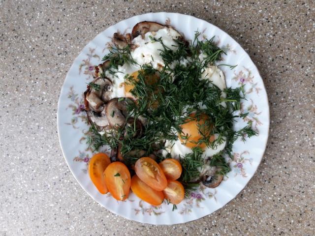 Яичница с луком и грибами
