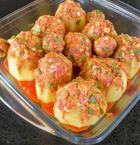 Картофель в духовке с начинкой