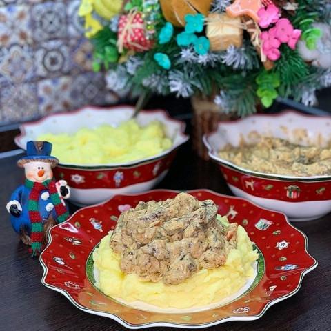 Мясо в сметанно-горчичной заливке с картофельным пюре