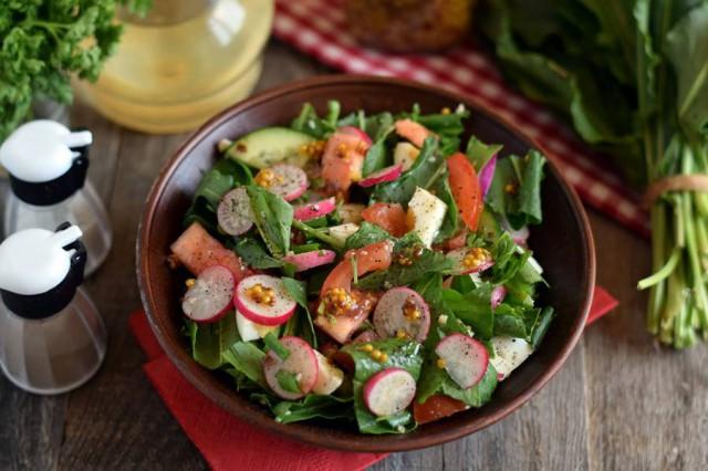 Салат из щавеля с овощами