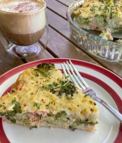 Рисовая запеканка с брокколи и лососем