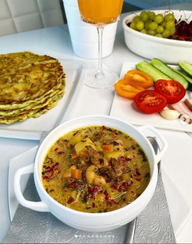 Суп из белых грибов с копчённой грудинкой и фасолью