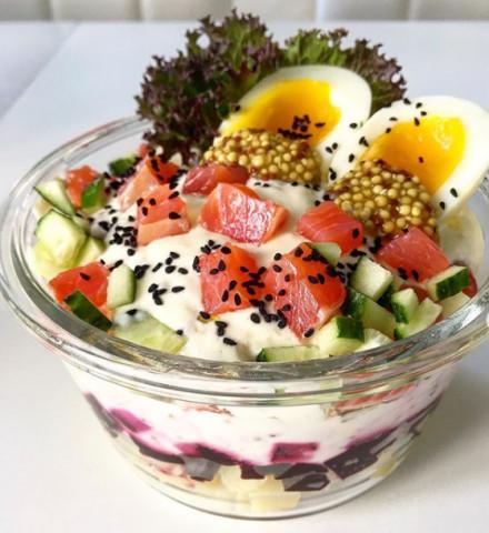 Салат с форелью в горчичной заправке