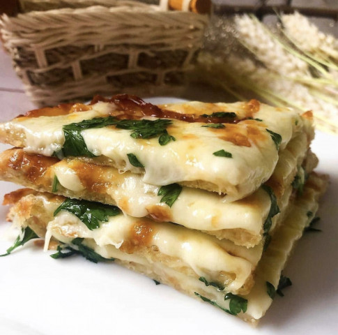 Простая в приготовлении и очень вкусная сырная лепешка 😋✅