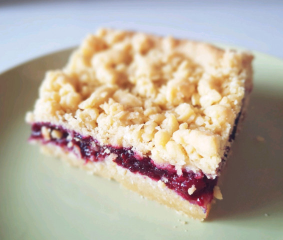 Тёртый пирог с ягодами
