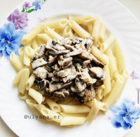 Паста с грибами в сливочно-сырном соусе
