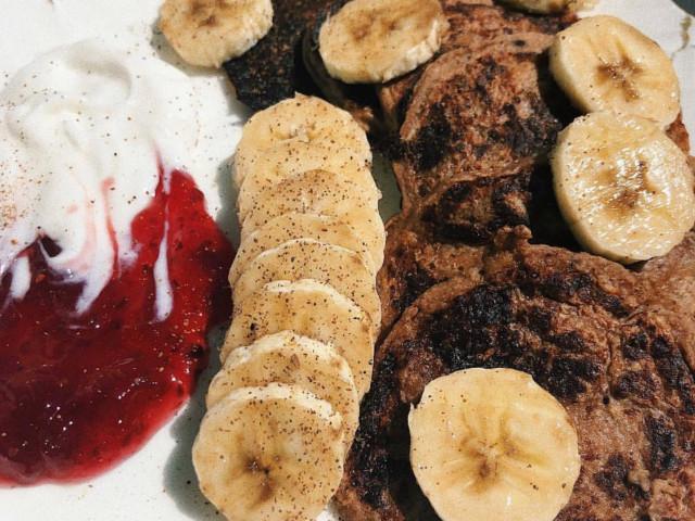 Банановые оладушки без яиц и сахара