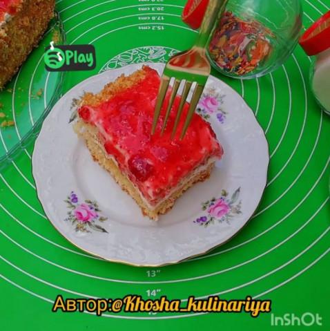 Торт с кремом из маскарпоне и клубники