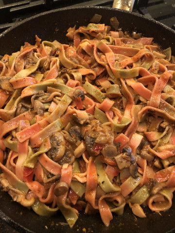 Сливочно-томатная паста с ассорти из грибов