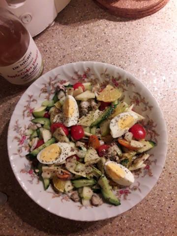 Фруктово - овощной салат с морским коктейлем