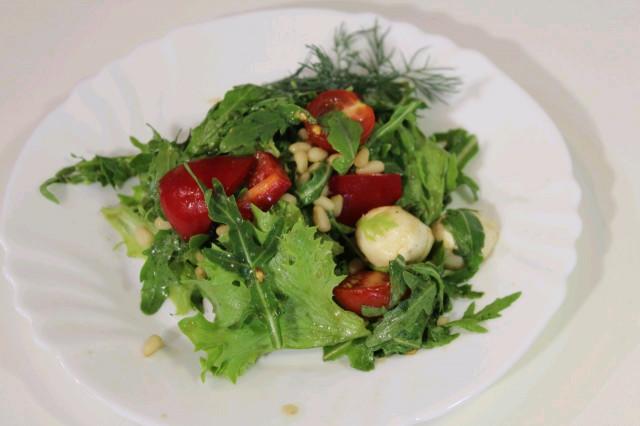 Салат овощной с гранатовым соусом / Vegetable salad with pomegranate sauce