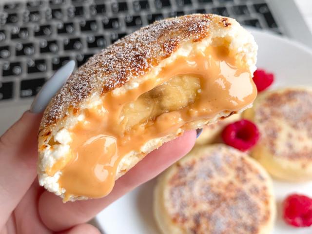 Сырники с арахисовой пастой и бананом 🍌❤️