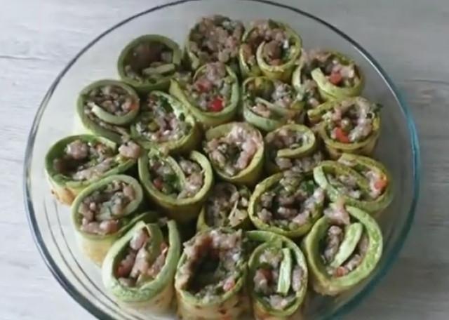 Вкуснятина с фаршем и кабачками