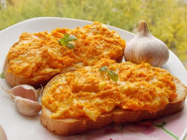 Бутерброд с морковью и сыром