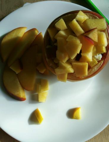 Запечённое яблоко с нежной начинкой из творога с персиком