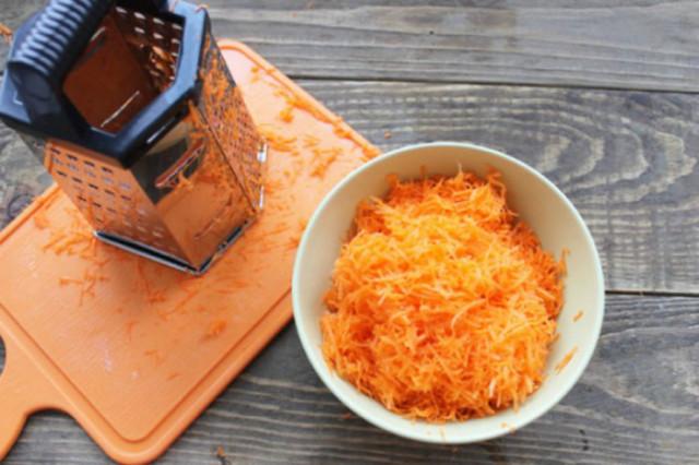 Тертая морковь с сахаром