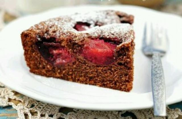 Шоколадно-сливовый пирог