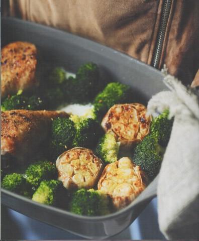 Запеченная голень индейки с овощами
