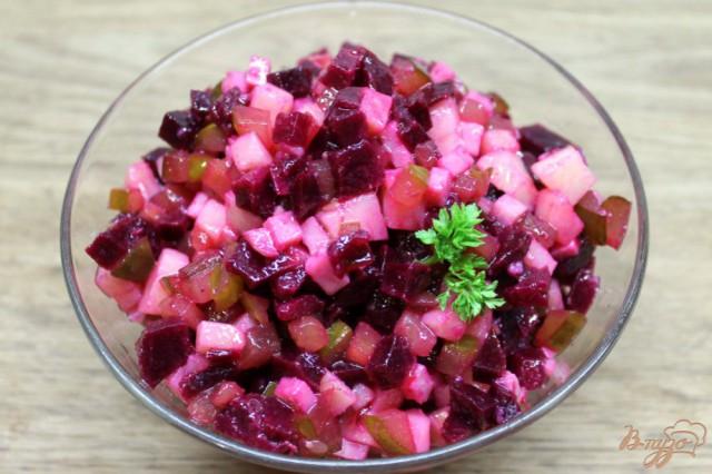 Салат из свеклы с картофелем и солеными огурцами