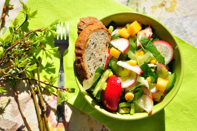 Салат из шпината и сельдерея