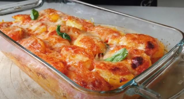 Картошка с сыром и томатным соусом