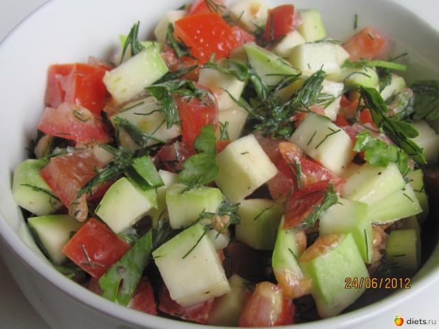 Салат из кабачков с творогом и овощами