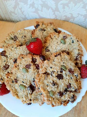 Овсяное печенье с семенами и изюмом