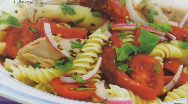 Салат из макарон с тунцом