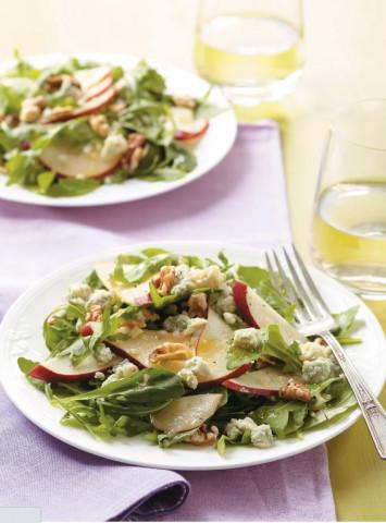 Салат с грушей, сыром и зеленью