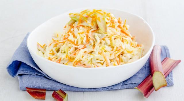 Салат из белокочанной капусты с ревенем