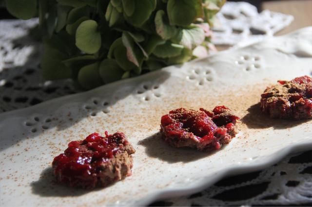 Десерт с кэробом на миндальной муке