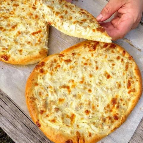 Пирог с мясом и сыром