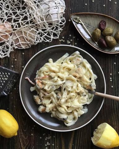 Паста с морепродуктами в сливочно-лимонном соусе