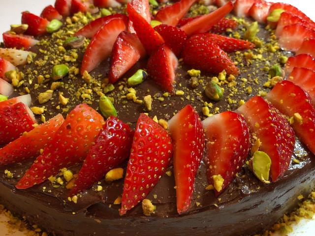 Шоколадный торт по ГОСТу.  Вес торта 1 кг.  Порция 100 гр.