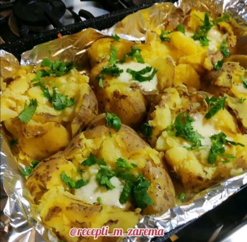 Вкуснейший картофель в духовке