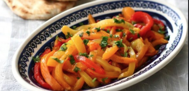 Салат из жаренной паприки