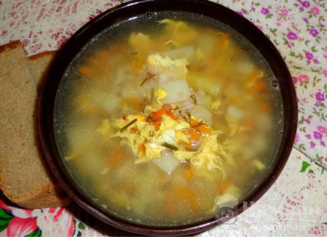 Легкий суп с яйцом