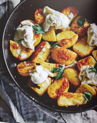 Хрустящий картофель с бурратой