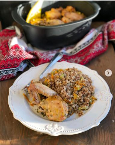 Курица с гречкой, приготовленная в духовке🍗