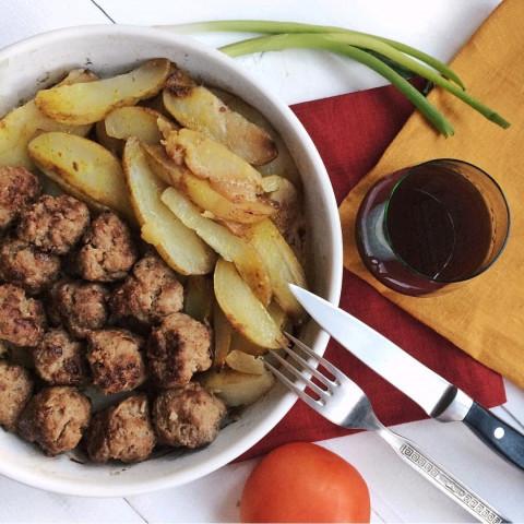 Мясные тефтели с картофелем по-деревенски