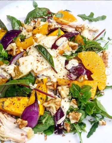 Тёплый салат с курицей, апельсинами и запеченной тыквой