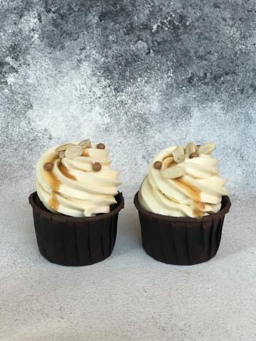 Шоколадные капкейки на темном стаусе Guiness