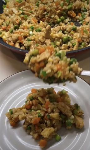 Жаренный рис по-тайски с курицей