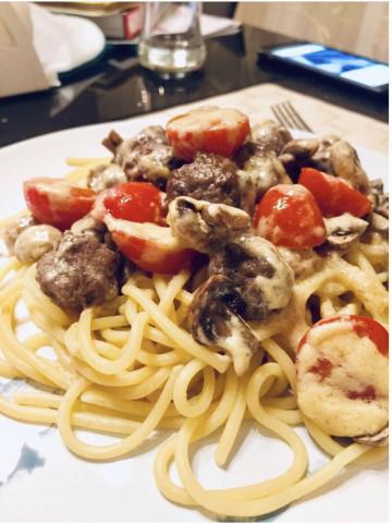 Спагетти с грибами и фрикадельками