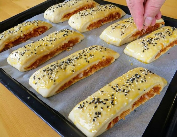 Пирожки с мясом и сыром