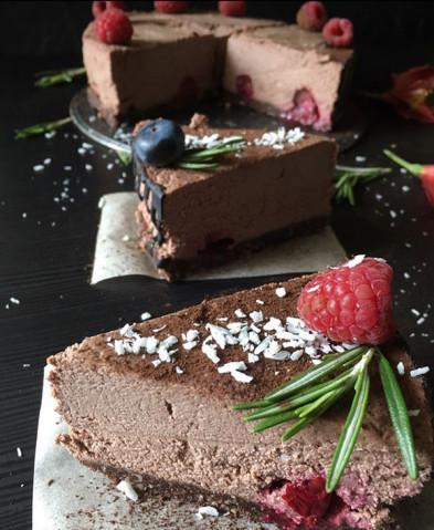 Шоколадно-вишневый raw торт