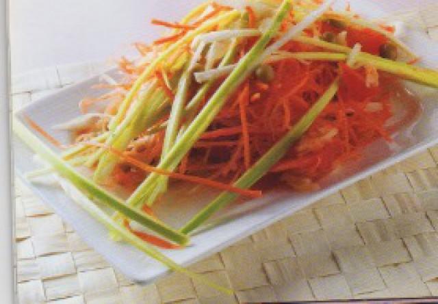 Салат из овощей с яблоками