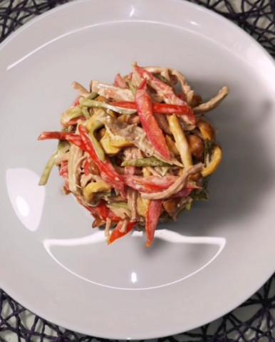 Салат с говядиной и маринованными опятами 🥗