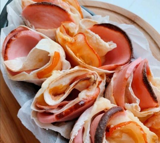 Розочки с колбасой и сыром